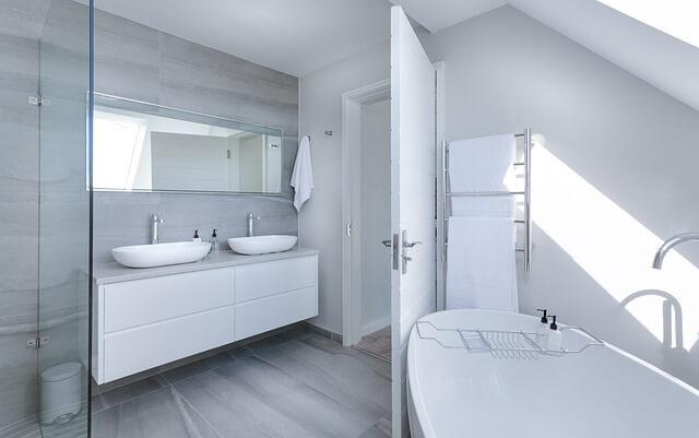 こすり洗い不要でキレイな浴室