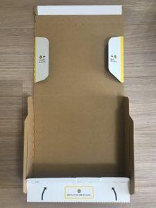 宅急便コンパクト 専用BOXを組み立て始めた様子