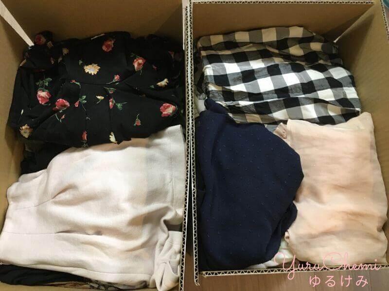 ブランドコレクトの集荷用ダンボールに洋服をすべてつめた様子