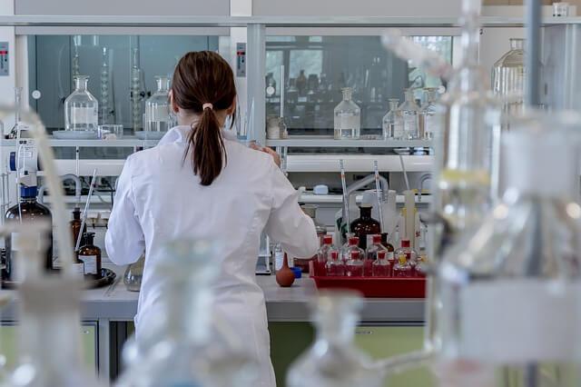 【女性の研究職は優遇されている?】実際に化学メーカーに勤務しているので実情をまとめてみた